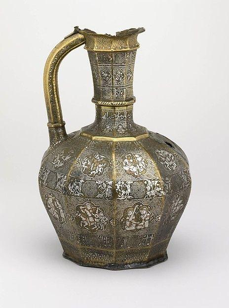 Ewer, A.H. Rajab 629 / A.D. Abril-mayo de 1232. Jazira, Mosul; Irak. Cortesía de los Síndicos del Museo Británico (1866,1229.61) | Este trabajo se presenta en la exposición 'Corte y Cosmos: La Gran Era de los Seljuqs', a la vista hasta el 24 de julio de 2016.