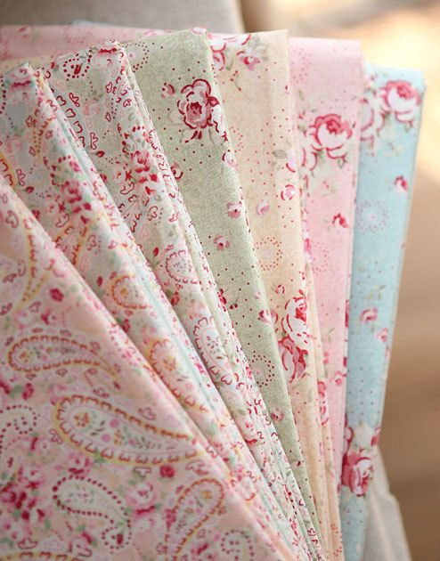 floral paisley vintage cotton eiderdown fabric....just yummy!