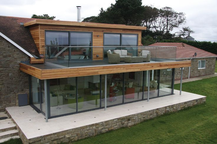 Topsoil Systems. This crisp glass balustrading gives a barely there feel.