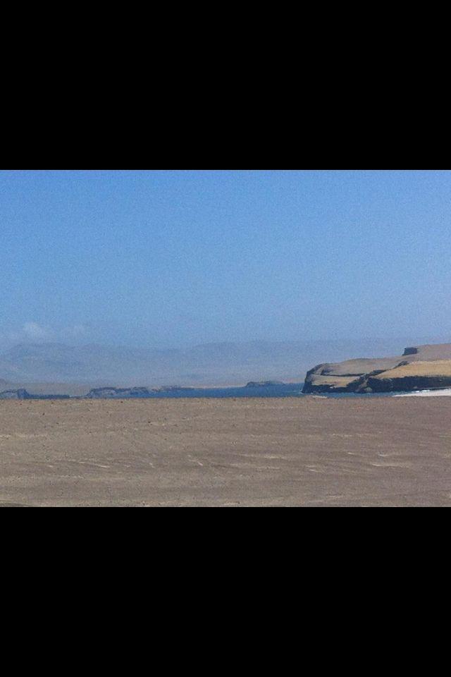 Desierto frente al mar.