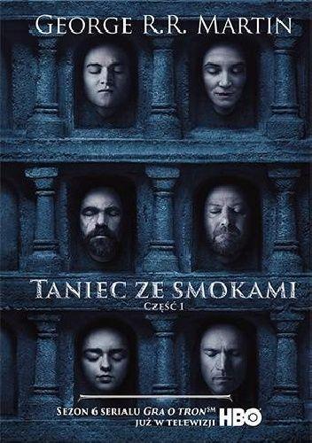 Na wschodzie Daenerys Targaryen, ostatnia z rodu Targaryenów, włada przy pomocy swych trzech smoków miastem zbudowanym na marzeniach i pyle. Daenerys ma jednak tysiące wrogów i wielu z nich post...