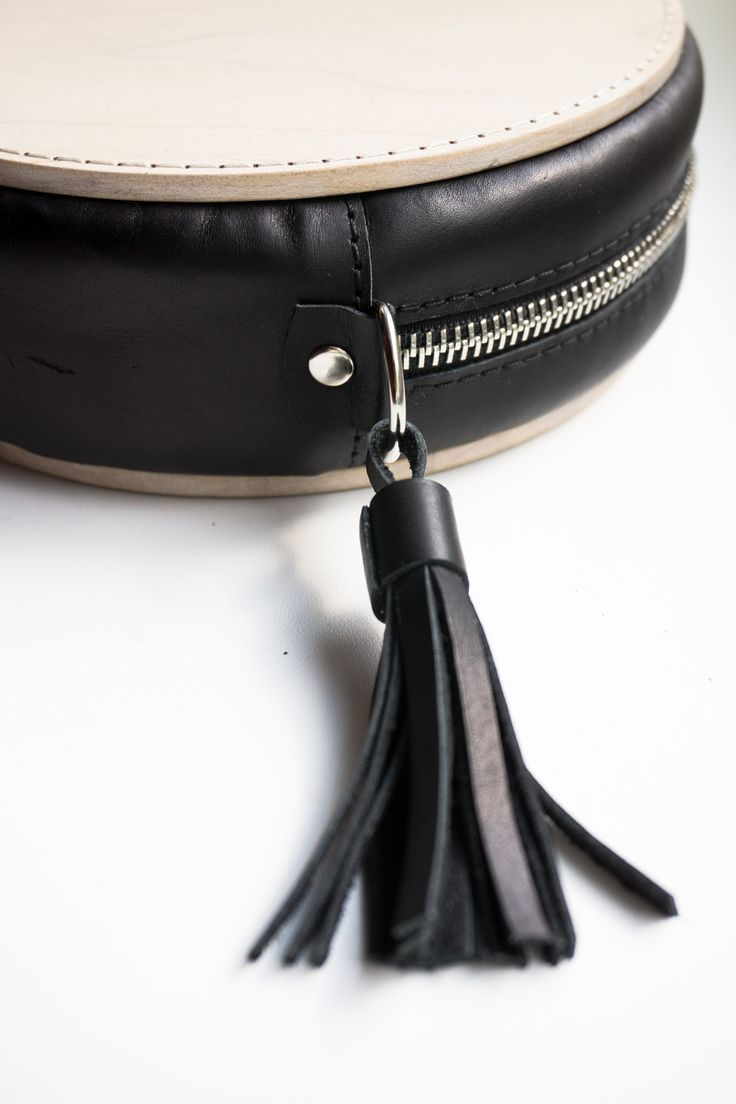 The wood bag; wood, genuine leather, quilted cotton lining, metal fitments, manual firmware, removable fastening, 18 cm  Деревянная сумка; дерево, натуральная кожа, хлопковая стёганая подкладка, металлическая фурнитура, ручная прошивка, съемное крепление, 18 см