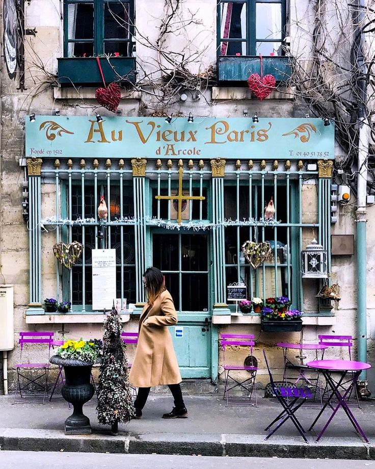 Way too pretty!! Need to find more of these lovely spots. Keep filling my to-go lists with Instagram for places to find in Paris, France