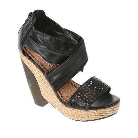 Úžasné boty značky Shooz vás překvapí trendy barevným provedením a jedinečným zdobením.