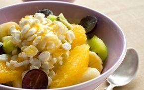 Hedelmä-raejuustosalaatti / Fruit and cottage cheese sallad