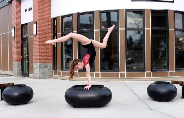 Downtown handstand