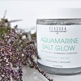 G L O W Ready to get your glow on?! Check out this beautiful body scrub by @verduranaturalternatives 😍 . Exfoliating is essential this time of year to get rid of that dry layer of skin and reveal a beautiful glow underneath 👌 . Today on the blog I'm sharing everything I love about this Aquamarine Salt Glow body scrub and I even have a discount code if you want to try it too! . I've fallen in love with every @verduranaturalternatives product I've tried and this body scrub is no different…