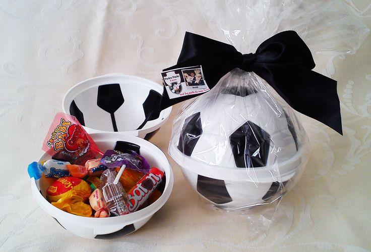 Guloseimas na bola. Ideal para festa infantil com tema futebol! Conheça outras opções em nossa loja virtual.