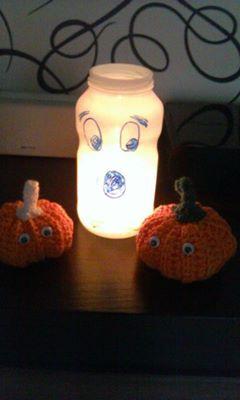 haloween /spookje gemaakt van een lege appelmoes pot