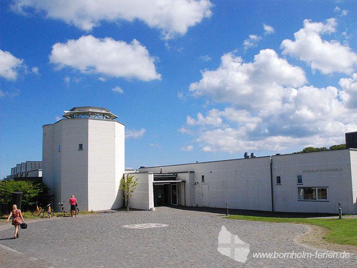 Eingang von Bornholms Kunstmuseums - Moderne Kunst an der Ostküste Bornholms. #bornholmskunstmuseum #museum #kunst #bornholm #daenemark