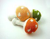 Pesca funghi rattle, Amigurumi fungo, rattle carino Crochet, crepitio del bambino fatto a mano, bambino doccia dono, Eco amichevole giocattolo, regalo unico baby