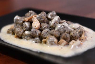 Mrs. Lovett's pies: Gnocchi di grano saraceno con fonduta di Casera e porcini…