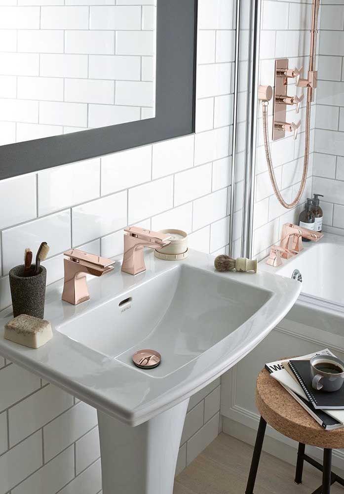 Voce Tambem Pode Investir Nas Torneiras E Protetor Do Ralo Gold Bathroom Decor Gold Bathroom Rose Gold Kitchen