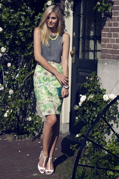 Vintage skirt, Zara top and shoes,Adia Kibur necklace,Michael Kors watch, Cos purse,Gorjana rings&Jacquie Aiche ring(image:tuula): Floral Prints, Floral Skirts, Dresses Up, Street Style, Jessica Stein, Michael Kors Watches, Fashion Inspiration, Citrus Tuula, Work Outfits