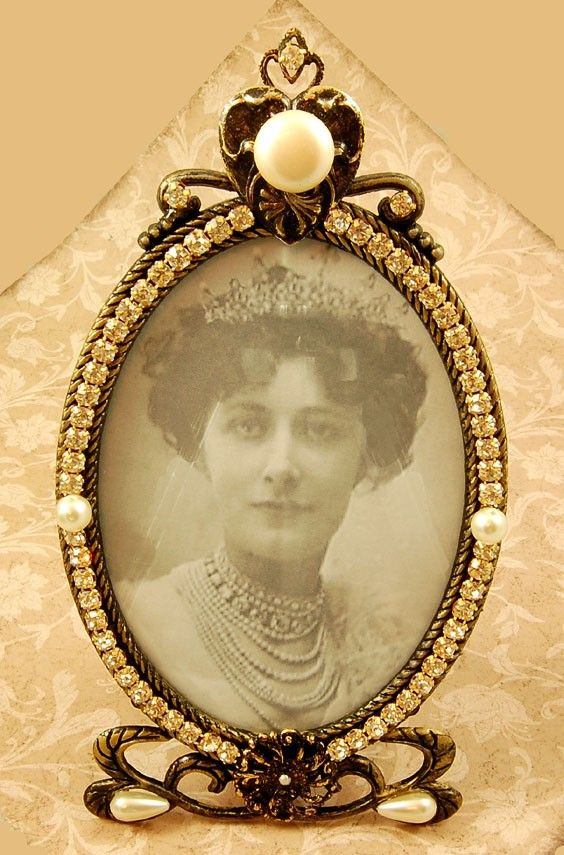 Oval frames, another Victorian trademark. Antique Gold Vintage Oval Frame Embellished with by spumoni, $24.00