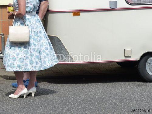 Kleid und Wohnwagen im Stil der Fünfziger und Sechziger Jahre in Wettenberg Krofdorf-Gleiberg