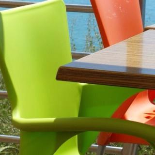 Albufeira, Portugal, augustus 2011. Ik wil zo'n groene stoelen!