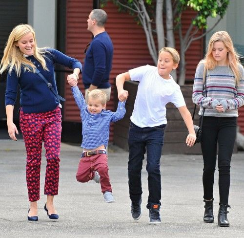 Exclusive... 51909591 Actress Reese Witherspoon and husband Jim Toth take their son Tennesse and her kids Ava and Deacon Phillippe to church in Santa Monica, California on November 15, 2015. Reese and Jim were wearing matching blue sweaters. FameFlynet, Inc - Beverly Hills, CA, USA - +1 (818) 307-4813