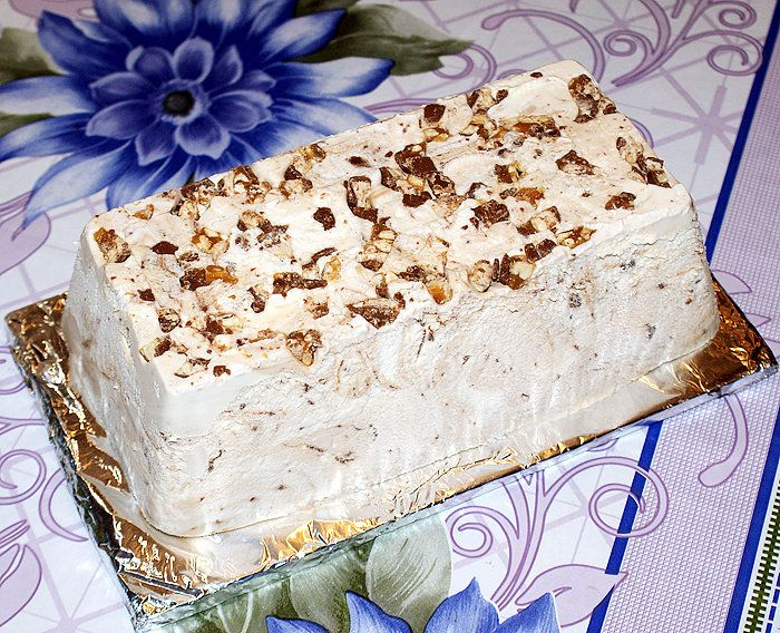 Семифредо это домашнее мороженое по-итальянски. Очень легкое в приготовлении, мороженица не нужна, английский крем варить не нужно. Нужен только миксер. И это…