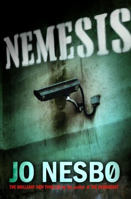 Grainy CCTV footage shows a man walking into a bank and putting a gun to a cashier's head. He tells her to count to twenty-five. When he doesn't get his money in time, she is executed. Detective Harry Hole is assigned to the case.