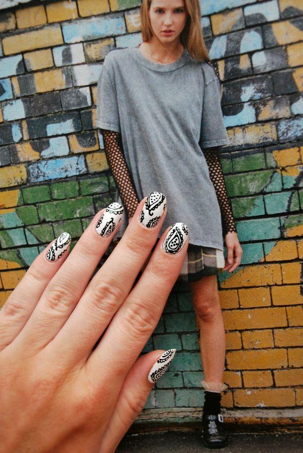 burkatron | UK fashion & nail art blog: paisley nail art