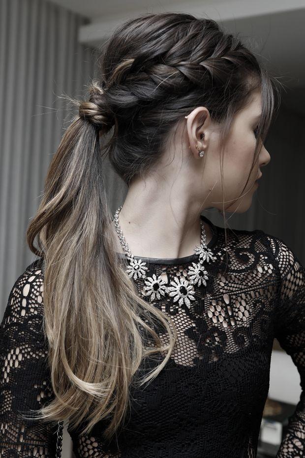 Penteado chik que pode ser usado tanto para uma festa quanto para um jantar romântico.