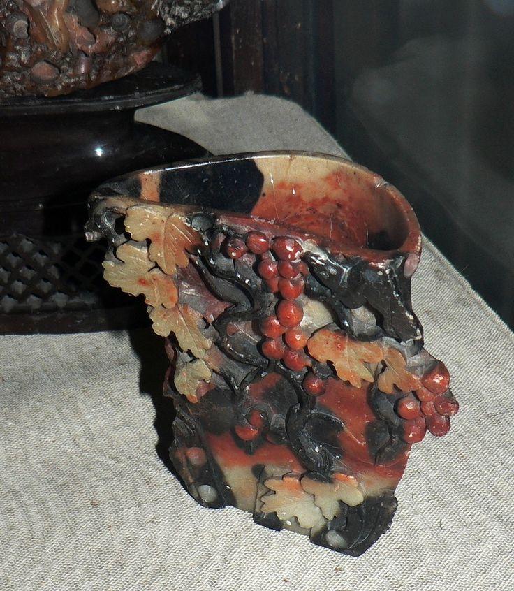 Оригинал взят у eisa_ru в Музей им. Ферсмана Китайские поделки из мыльного камня - агальматолита или талькохлорита Натюрморт из оникса Рубиновые лягушечки. Зеленая…