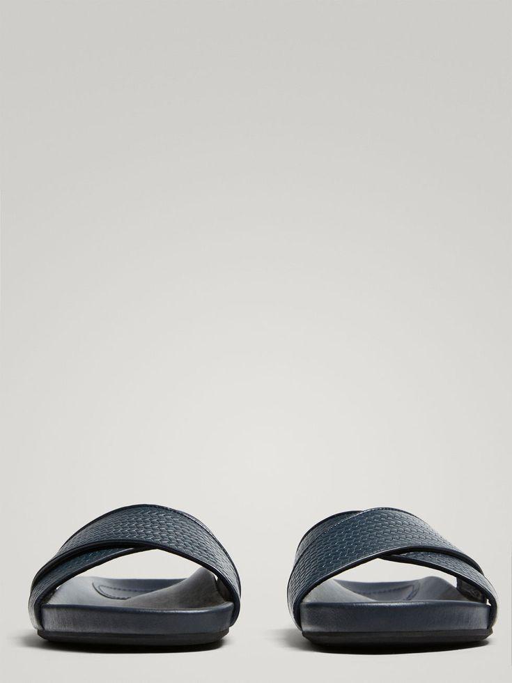 SANDALIA ESPIGA PIEL AZUL SOFT COLLECTION de HOMBRE - Zapatos - Ver todo de Massimo Dutti de Otoño Invierno 2017 por 69.95. ¡Elegancia natural!