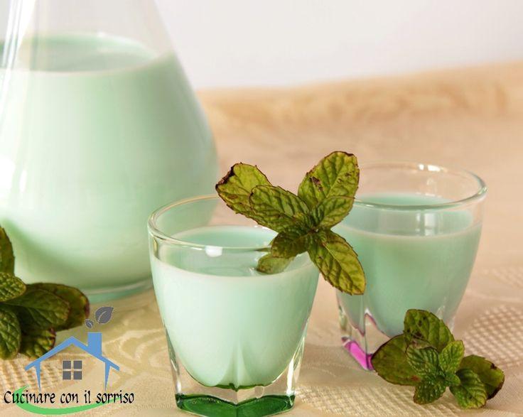 La crema di menta è un delicato liquore da gustare fresco.