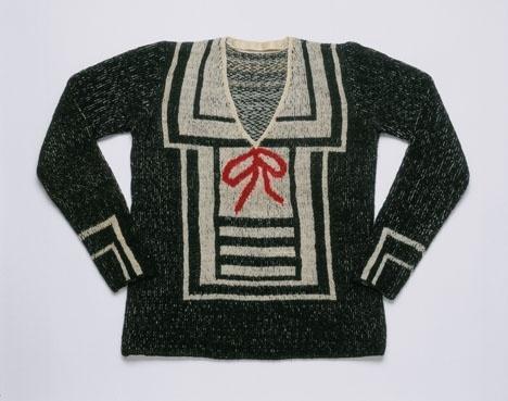 Questa blusa Schiaparelli non ricorda Gaultier? Leggete il fashion gossip http://www.elle.it/Moda/News/Fashion-gossip--Jean-paul-Gaultier-potrebbe-disegnare-Schiaparelli