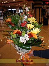 Buchet din cale mango si miniroze improspatat cu frezii, lalele si lisiandru - livrare flori in Vaslui