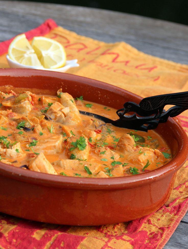 Wel zin in vis, maar niet in gedoe? Margarita's.................... Zarzuela! Vispotje met kabeljauw, zalm, uien, tomaat, visbouillon, Spaanse peper, knoflook, paprika, citroensap en peterselie. Lekker met rijst of goed brood. Naar een idee uit de Delicious van juni 2013------------------------------------->Que aproveche!