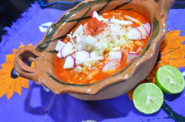 Aprende a preparar pozole rojo con esta rica y fácil receta. El pozole rojo es un caldo típico mexicano que se acostumbra servir en fiestas patrias, cumpleaños,...