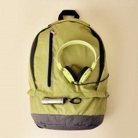 Caja mochila y auriculares de diadema verde lima