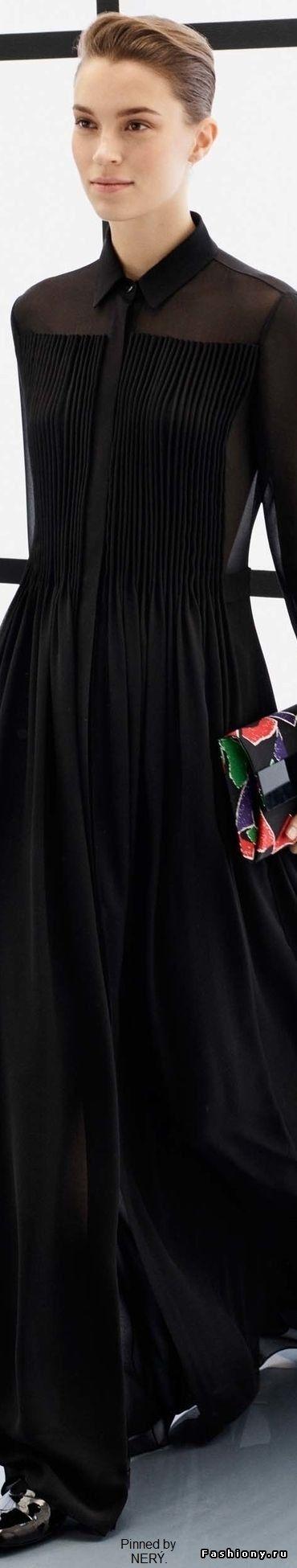 Парад маленьких черных платьев