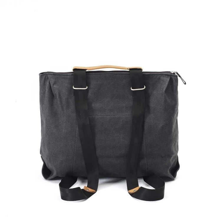 QWSTION - SIMPLE ZIPTOTE - WASHED BLACK - We've always liked simple holdalls, but also the comfort of a backpack when carrying some weight. Our new Simple Ziptote offers both. With a volume suited for daily use, an outside and some inside pockets and our Simple-Strap-System®, you get lots of versatility with classic style.