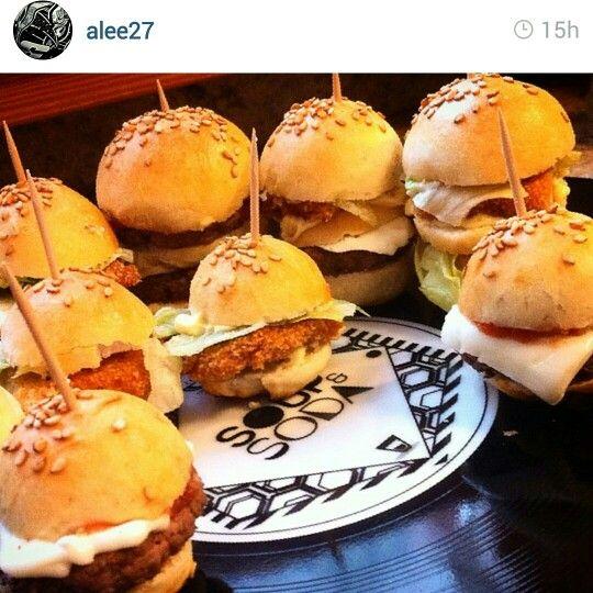 Alessandro e i suoi mini hamburger tu vuoi fa' l'americano! Naturalmente su piatto Longplate