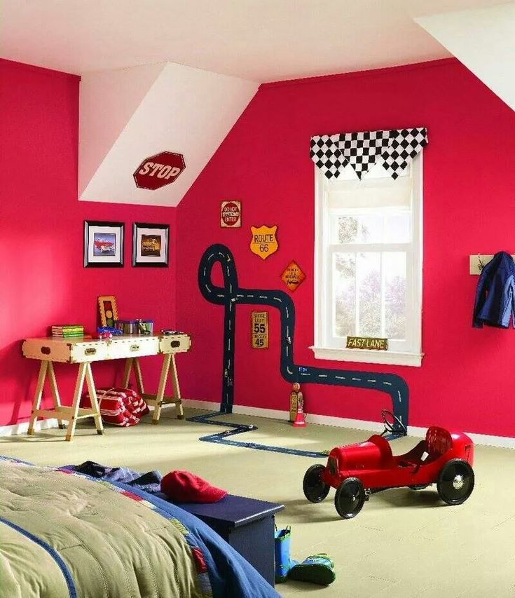 Me encanta la pared! Buenq idea para un cuarto de varones.