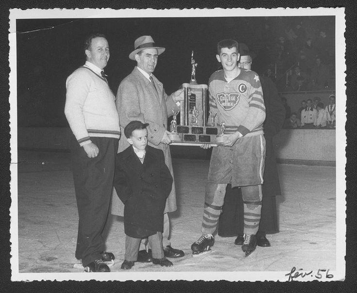 Remise d'un trophée par Maurice Richard au capitaine de l'équipe de hockey du Collège de Montréal, à la patinoire intérieure de Verdun, lors d'un festival du Collège de Montréal / René Marinier, p.s.s.  18 février 1956.  Source : Prêtres de Saint-Sulpice, P5:C.1.5-22/44.