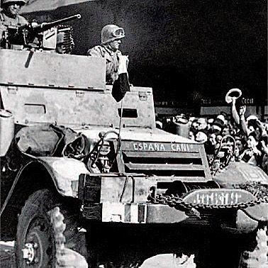 Hitler había ordenado destruir París (Arde París) a Von Choltitz el jefe de la guarnición alemana a la vista de que las tropas aliadas se aproximaban. Lo que no sabía es que Eisenhower no quería tomar París alimentar a ocho millones de habitantes era un problema que quería dejar en manos alemanas; sin embargo para De Gaulle era cuestión de honor y ordenó al General Leclerc liberar París quien a su vez ordenó a una de sus mejores unidades que lo hiciera. Y lo hicieron. Los hombres de la 9ª…