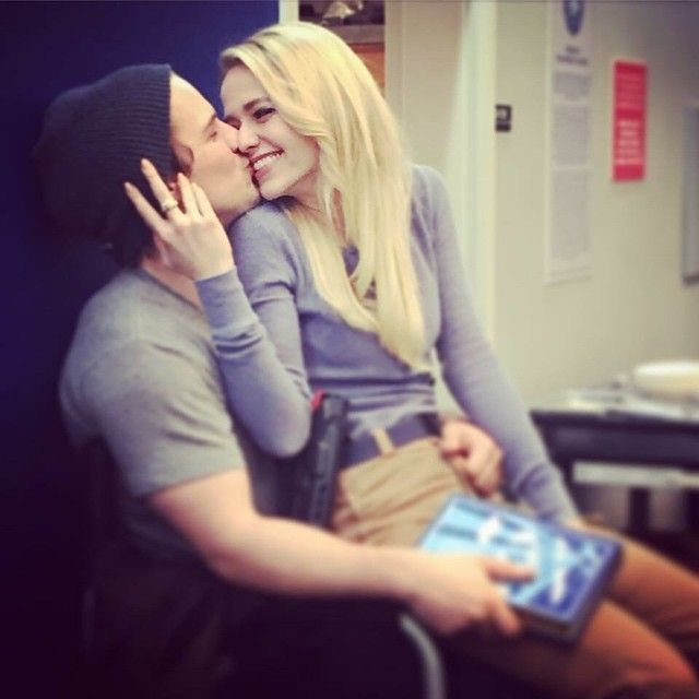 Freddie Stroma and Johanna Braddy are engaged! The couple met while filming the first season of Lifetime's UnReal.