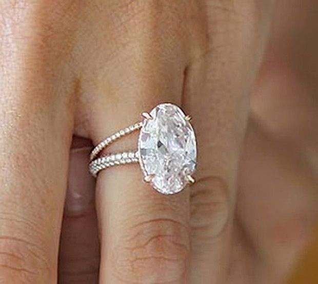 blake lively pink oval diamond engagement ring | Blake Lively's ring features a flawless oval-cut pink diamond with a ...