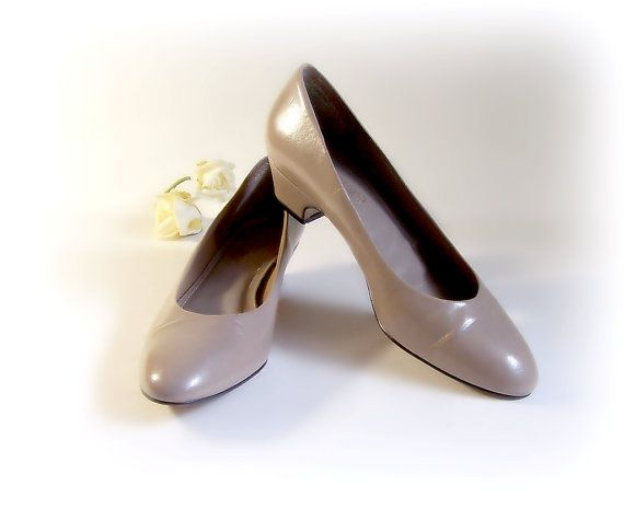 "Womans Taupe pumps size 8.5, dress shoe, low 1.5"" heel, Flats office evening shoe Corelli Aldo very little wear  like NEW on Etsy, $20.00"