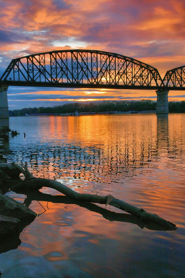 ✮ The sun rises over the Ohio River as seen at the Big Four Railroad Bridge that spans between Indiana and Kentucky