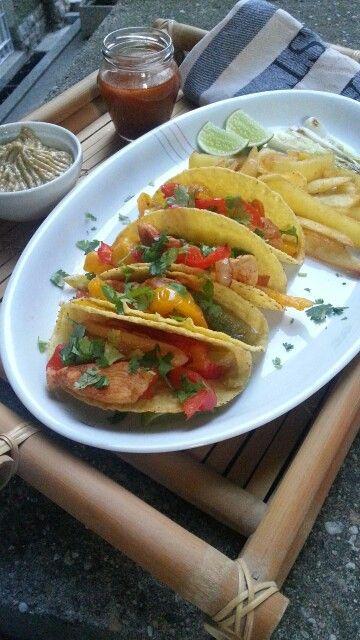 Tacos con fajitas de pollo