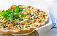 Le chef Cyril Lignac vous livre une petite astuce qui donnera du goût à la pizza aux courgettes et à la feta.