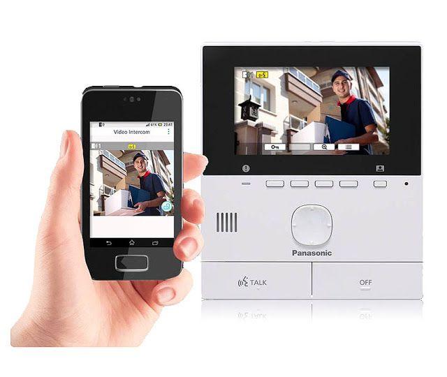 SVN511 Tabletowy Wideodomofon Panasonica  Wideodomofon może być rozbudowany o dodatkowe funkcje alarmowe i monitorujące przy pomocy bezprzewodowych, dedykowanych kamer VL-WD812EX. Podobnie jak on potrzebuje połączenia kablowego pomiędzy monitorem a panelem bramowym. Podobnie wyposażony jest w niesamowitą kamerę, z super szerokim jak na wideodomofony, kątem widzenia. Tu jednak różnice się kończą. Wideodomofon Panasonic VL-SVN511FX jako dodatkowe urządzenia do obsługi wykorzystuje ... tablety.
