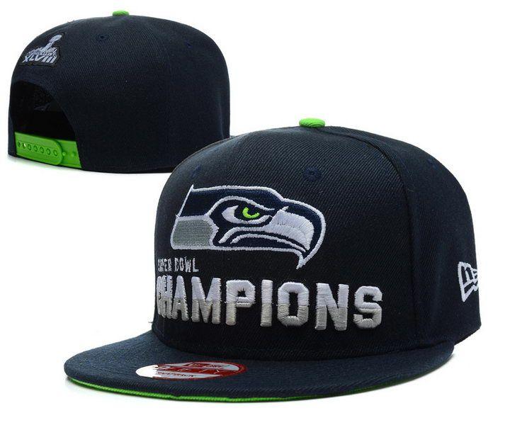 Esta gorra azul y verde es informal. Es una gorra de los Seahawks. Es buena llevar al partido del fútbol americano. Puedes llevar esta gorra con jeans y una camiseta azul y verde. Quiero llevar esta gorra.