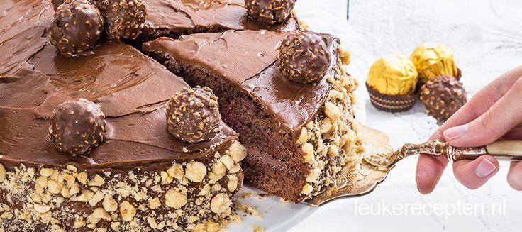 Een geweldig lekkere chocoladetaart met chocolade Nutella crème en Ferrero rocher on top