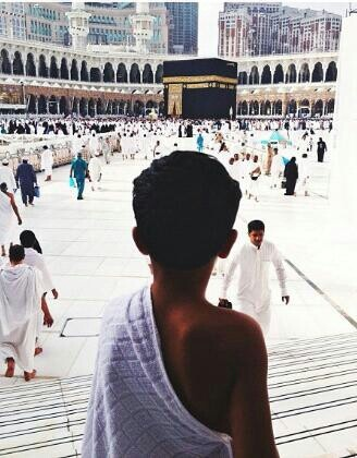 Walking towards the kaa'ba.. There are not enough words in the world to explain that feeling. Alhamdulilah. Heaven on earth.